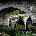Eine Eselsbrücke bauen? Klar doch. Aus Holz oder Beton?