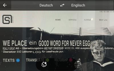 Die Kamerfunktion der Google Translate App hat «Wir legen ein gutes Wort für Sie ein« mit «We place ein good word ein for never eggn» Das Wort «egg« wurde gewählt, wei «Ei« im Wort «ein» vorkommt.