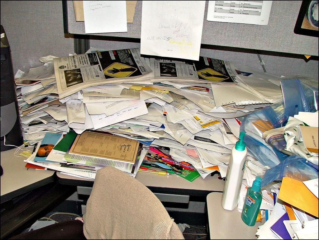 Papierflut am Arbeitsplatz